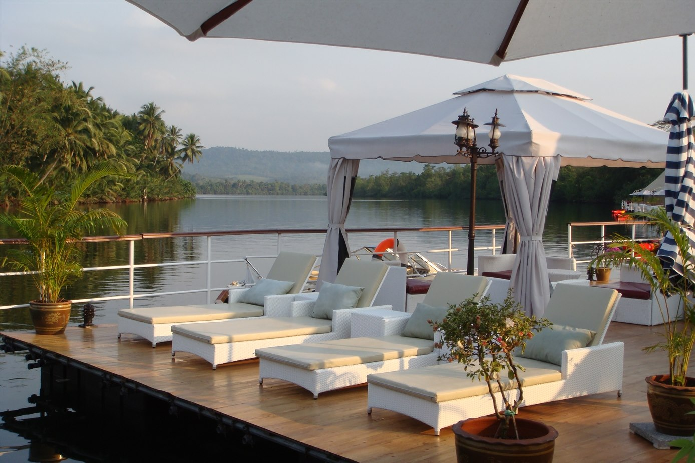 cambodia-4-rivers-floating-lodge