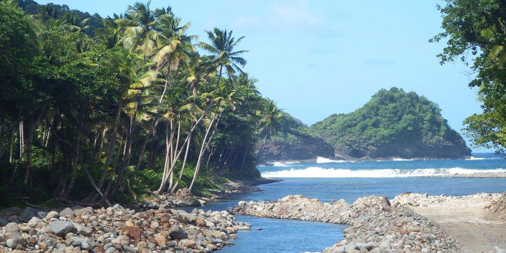 dominica-rosalie-bay-river